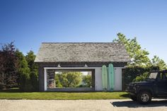 Coastal beach house tour of a lake house in Montauk, NY. Our Boat House shows you a look inside this beautiful lake house in Montauk, NY. Shed Design, Garage Design, Door Design, House Design, Beach House Tour, Beach Houses, Pool Houses, Lake Houses, Hamptons House