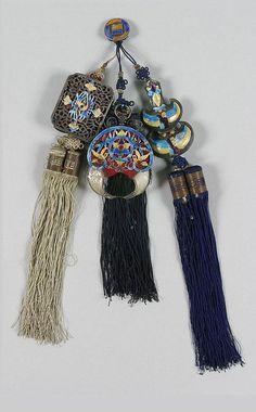 노리개 : 네이버 블로그 Korean Traditional, Traditional Outfits, Korean Painting, Silver Accessories, Headgear, Yarn Crafts, Handicraft, Tassel Necklace, Knots
