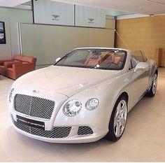 Cream convertible Bentley ❤️