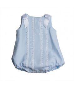 Ranita sin mangas celeste piqué con lazo al hombro zapatero Little Girl Dresses, Girls Dresses, Baby Dress Patterns, Baby Suit, Baby Boy Romper, Easter Outfit, Heirloom Sewing, Baby Sewing, Baby Accessories