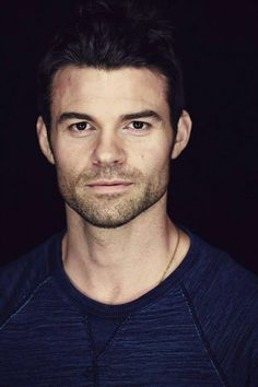 Daniel Gillies, Elijah on the Originals and Vampire Diaries. Daniel Gillies, Charles Michael Davis, Danielle Campbell, Joseph Morgan, Phoebe Tonkin, Hommes Sexy, Claire Holt, Hot Actors, Raining Men