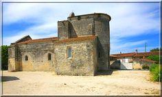 Brie sous Matha - Charente Maritime - Durant plusieurs siècles cette église a subit de nombreuses transformations. Au 15ème siècle, le chevet a été rehaussé et fortifié donnant une architecture peu commune à ce bâtiment religieux.