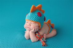 Adorable crocheted dino outfit.  Great for newborn shoot!  Please ask if you have any questions