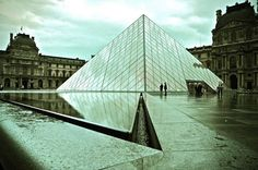 Amazing iconic of the 20 famous landmarks on earth - The Louvre in Paris