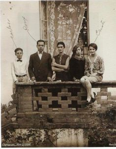 frida and family members, 1926