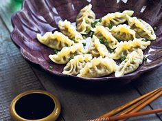 Shiitake and Chive Dumplings Recipe - Viva Chive Dumpling Recipe, Pork And Chive Dumplings, Dumpling Dipping Sauce, Dipping Sauces, Vegetarian Recipes, Delicious Vegan Recipes, Healthy Recipes, Healthy Food, Dips