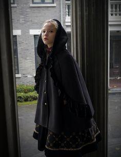 Exclusive Designer Fashion, Neo-ludwig Medieval Borgia, Gothic Elegant Retro Shearling Hooded Warm C Hipster Fashion, Lolita Fashion, Fashion Wear, Vintage Fashion, Medieval Fashion, Medieval Dress, Fashion Books, Fashion Tips, Fashion Design