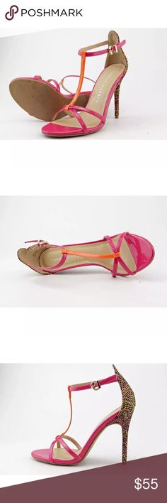Steve Madden gently used/Like new in size 8 style Z-live show. In great condition Steve Madden Shoes Heels