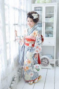 Adorable sailor-like kimono. Kimono Japan, Yukata Kimono, Kimono Fabric, Japanese Kimono, Traditional Kimono, Traditional Outfits, Asian Kids, Oriental Fashion, Japanese Outfits