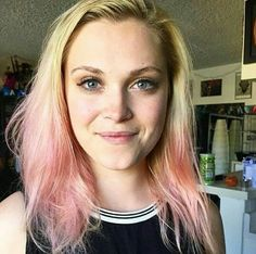 devantheimpaler:Thanks for trusting me to pink-ify your glorious mane ! Eliza Taylor, Eliza Jane Taylor Cotter, Mick Rory, Netflix, The 100 Show, Clarke And Lexa, Taylor Schilling, Alycia Debnam Carey, Clexa