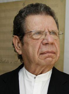 Director huésped, Avi Ostrowsky, dirige la Orquesta Filarmónica de la Ciudad de México. Foto: Abril Cabrera A.