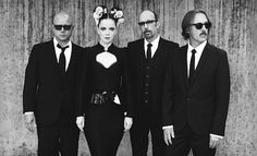 shirley manson of garbage! love her new look Shirley Manson, Linkin Park, Rock N Roll, Grunge, Indie, Stupid Girl, Interview, Alternative Rock Bands, Black