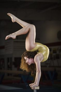 Sofie Dossi Shares How She Discovered Her Unusual Talent, This Young Contortionist Will Leave You Scratching Your Head, Sofie Dossi, America's Got Talent Dance Picture Poses, Dance Photos, Dance Pictures, Dance Flexibility Stretches, Gymnastics Flexibility, Acrobatic Gymnastics, Dance Photography Poses, Gymnastics Photography, Gymnastics Tricks