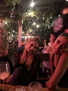 Night Aesthetic, Aesthetic Girl, Foto Best Friend, Tumblr Bff, London Dreams, Bae, Nyc Life, City Life, London Girls