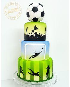 Soccer cake - bolo futebol Soccer Cupcakes, Soccer Birthday Cakes, Soccer Cake, Football Themed Cakes, Soccer Snacks, Sport Cakes, Cake Factory, Cakes For Boys, Girl Cakes