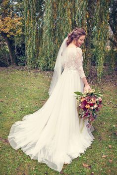 Inspiration: autumnal marsala & gold Wind in the Willows wedding | Hanami Dream | uk wedding blog | Watters Amelie dress | Mae Bridal | Classic Flowers | Farrow Photography