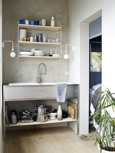 Ideas and inspiration Small Space Living, Small Spaces, Living Spaces, Summer House Interiors, Summer Cabins, Wood Plank Flooring, Deco Blue, Cozy Cabin, Scandinavian Home