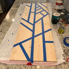 You can create this easy modern wall art with a wood board and supplies you probably already have on hand! The size and design can be customized to fit your spa… Diy Home Decor Easy, Diy Home Decor Bedroom, Decor Diy, Diy Wall Art, Modern Wall Art, Art Diy, Wood Wall Art Decor, Diy Canvas, Diy On A Budget