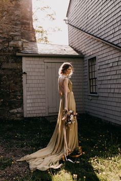 """If you love all things vintage, then you're going to want to run, not walk to check out this """"Old-World-Meets-New"""" inspired styled shoot! Renaissance Wedding, Italian Renaissance, Bridal Portrait Poses, Modern Vintage Weddings, Historic New England, Most Beautiful Images, Makeup Salon, Bridal Pictures, Groom Attire"""
