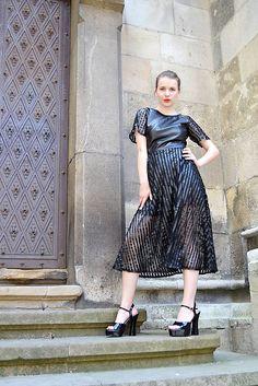 6c9c2bfd2e40 Čierne koženkovo-tylové šaty femme fatale   VivienMihalish