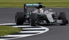 Hamilton in pole al Gp di Silverstone di Formula 1. Partenza in Diretta tv e streaming gratis online via internet (anche con Rojadirecta) domenica alle 14
