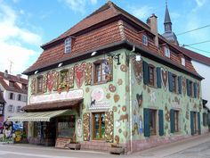 La maison du pain d'épices ® Lips is a museum and bakery that is preserving the tradition of gingerbread.  They are located in the Gertwiller in Alsace.  More info on Alsace at http://www.french-culture-adventures.com/alsace-wine.html
