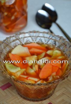 Diah Didi's Kitchen: Asinan Buah Seger...^^ Food N, Food And Drink, Cooking Time, Cooking Recipes, Diah Didi Kitchen, Easy Juice Recipes, Indonesian Cuisine, Indonesian Recipes, Asian Desserts