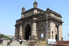 10 Places You Must See in Mumbai: Gateway of India