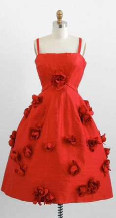 vintage 1950s red roses blossoming bombshell dress | http://www.rococovintage.com