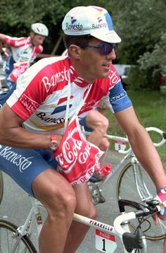 A look at some rare pictures from the Tour de France career of five time winner Miguel Indurain. Cycling Gear, Road Cycling, Cycling Outfit, Road Bike, Cycling Clothing, Vintage Cycles, Bicycle Race, Man Up, Wall Pictures