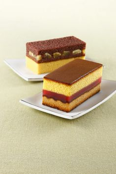 Castella (sponge cake) its a Japanese dessert that I have been craving to try si. Japanese Treats, Japanese Cake, Japanese Desserts, Japanese Food, Yummy Treats, Delicious Desserts, Sweet Treats, Yummy Food, Cake Recipes