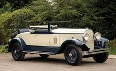 Cool Cars classic 1929 Chrysler Imperial Convertible Coupé : Lot 107 with Running boards Chrysler Voyager, Mopar, Vintage Cars, Antique Cars, Vintage Ideas, Convertible, Dodge, Jeep, Chrysler Cars