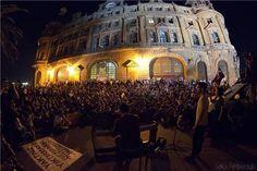 Haydarpaşa için durdular! 18.06.2013- Haydarpaşa Garı'ndan dün akşam son tren seferi de gerçekleşti. http://www.radikal.com.tr/hayat/haydarpasa_icin_durdular-1138252