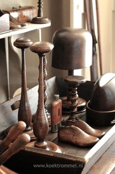 Hat Rack Ideas - Rather of throwing your hats in the corner of the coat closet, build yourself a hat rack to organize and show them nicely. Hat Display, Display Ideas, Hat Hanger, Hat Organization, English Interior, Hat Blocks, Wig Stand, Hat Stands, English Style