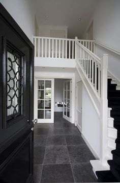 Country house in Wierden Exterior Design, Interior And Exterior, Open Trap, Hallway Colours, House Stairs, Beautiful Interiors, House Painting, Stairways, Home Projects
