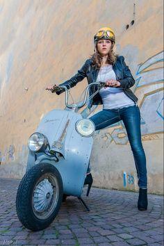 All things Lambretta & Vespa Scooters Vespa, Vespa Bike, Piaggio Vespa, Lambretta Scooter, Scooter Motorcycle, Vespa 300, Motorcycle Girls, Retro Scooter, Scooter Girl