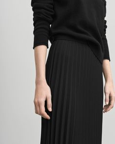 An unlined,luxe and graphic heavy plissé skirt with a slightly shaped bottom. Half calf length.  <br><br> - Heavy tick plissé<br> - Shaped bottom<br> - Half calf length<br> <br> The model is 181cm and wears size S.