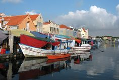Boats from Venezuela, in Willemstad