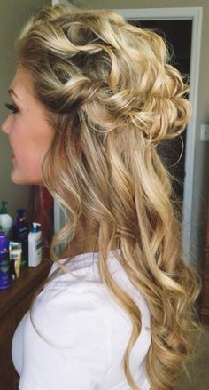 Women, Bouncy Curls and Half Updo Hairstyles for Fine Hair 2019 Half Updo Hairstyles, Wedding Hairstyles Half Up Half Down, Half Up Half Down Hair, Formal Hairstyles, Pretty Hairstyles, Black Hairstyles, Hairstyles Haircuts, Curly Hair Styles, Natural Hair Styles