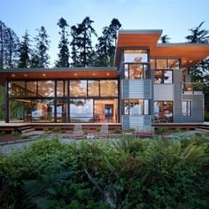 Stunning modern residence in the forest of Washington.