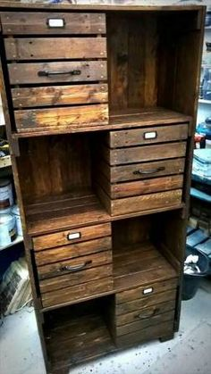 Wooden Pallet Projects pallet storage tower - checkout here these DIY pallet chest of drawers / bookcase / cabinet , you can clone them all for a mannered way storage of your interior items and Wooden Pallet Projects, Wooden Pallet Furniture, Wooden Pallets, Diy Furniture, Pallet Ideas, Outdoor Projects, Pallet Wood, Rustic Furniture, Pallet Designs