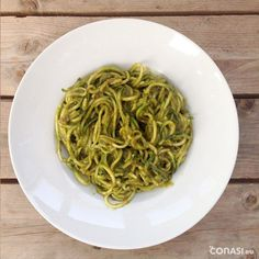 Espaguetis de calabacín Cocina Natural, Raw Food Recipes, Vegan Vegetarian, Spaghetti, Veggies, Healthy, Ethnic Recipes, Plant Based, Vegetarian