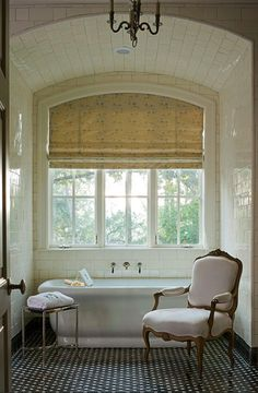 Contemporary decoration and design ideas, inspiring paintings, incredible bedroom and bathroom interior designs, fantastic lives on this site. Bathroom Windows, Bathroom Interior, Modern Bathroom, Bath Window, French Bathroom, Window Blinds, Bad Inspiration, Bathroom Inspiration, My Ideal Home
