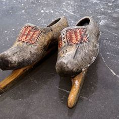 wooden shoes w/blades Ice Skating, Figure Skating, Objets Antiques, Dutch People, Going Dutch, Wooden Clogs, Wooden Shoe, Dutch Artists, Windmill