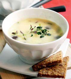 Sieni-perunasosekeitto / Mushroom and potatoe soup, Kotiliesi. Potato Soup, Cheeseburger Chowder, Holiday Recipes, Risotto, Soup Recipes, Stuffed Mushrooms, Treats, Koti, Warm