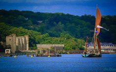Rzeka Medway miała w dawnych czasach dla monarchii brytyjskiej kluczowe znaczenie, wiodła nią droga do Europy, a przede wszystkim do Francji. Nad jej brzegami otwarto za czasów Elżbiety I doki, bud…