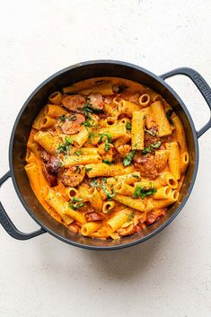 This One Pot Sausage Pasta recipe is fast, easy and delicious! You will LOVE the creamy tomato mascarpone sauce and sausage combo. Creamy Tomato Pasta, Spicy Pasta, Tomato Pasta Sauce, Heathy Pasta, Mascarpone Recipes, Sausage Pasta Recipes, Spicy Sausage, Fall Soup Recipes, Kitchens
