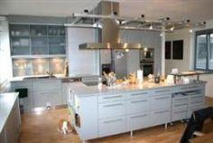 Einbauküche mit Kochinsel und Stehbar » Häfele Functionality World