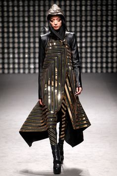 Gareth Pugh Fall 2011 Ready-to-Wear Fashion Show - Fei Fei Sun (Elite)