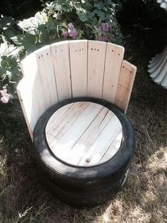 Old Tires With Pallets Wood Outdoor Chair - Pallet Furniture Project Tire Furniture, Outdoor Furniture Plans, Garden Furniture, Rustic Furniture, Recycled Furniture, Modern Furniture, Furniture Storage, Furniture Design, Handmade Furniture